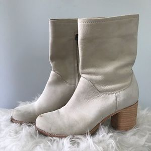 Off white Frye boots